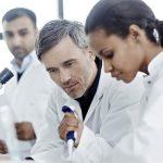 Informasi Seputar Jas Laboratorium Yang Perlu Anda Ketahui
